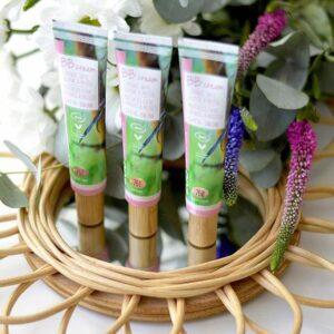 ONTS Προϊόντα φυσικού και βιολογικού μακιγιάζ. ZAO Make Up. Η Zao BB Cream συνδυάζει 5 δράσεις σε 1 προϊόν. Ενυδατικό προϊόν, λάμψη μιας κρέμας με χρώμα και δείκτης προστασίας για τον ήλιο SPF15, για άψογο και προστατευμένο δέρμα.